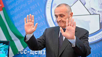 Президент Абхазии принял свою отставку