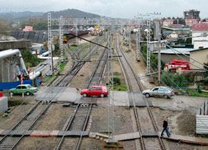 Транспортная прокуратура Владикавказа требует снести несанкционированный автомобильный переезд