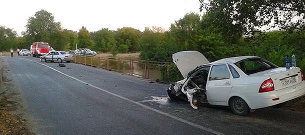 В Моздокском районе после столкновения с «Мицубиси» в больнице оказались водитель и пассажир «Лады-Приоры»
