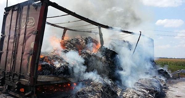 На федеральной трассе «Кавказ» столкнулись и загорелись два «КамАЗа» (фото)
