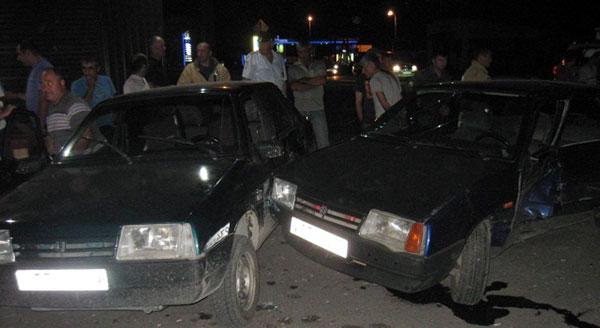 В столкновении трех автомобилей пострадал один из водителей