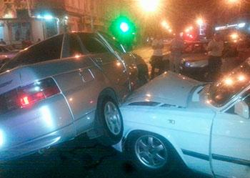 В ночном Владикавказе «ВАЗ-2110» и «Волга» не поделили перекресток (фото)
