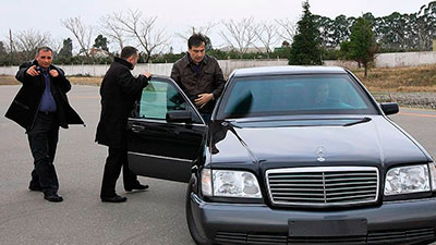 Экс-президент ударил по властям с границы