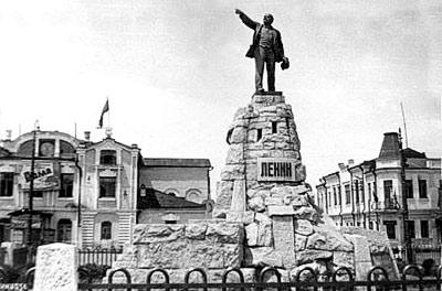 Памятник и память