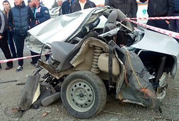 Трое молодых людей погибли в результате наезда «Лады-Приоры» на рекламный шит
