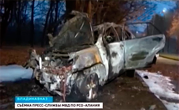 В районе санатория «Осетия» «Лексус» с несовершеннолетними врезался в дерево и загорелся