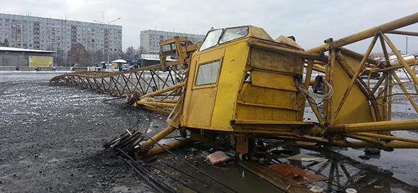 На стройке во Владикавказе упал башенный кран