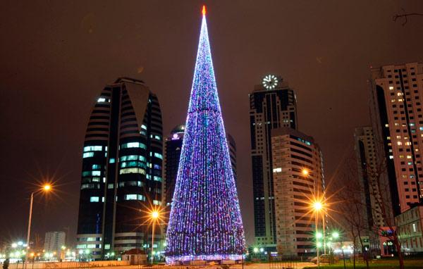 В Грозном установили самую высокую новогоднюю елку в России