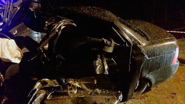 Водитель и пассажир «Лады Приоры» погибли в столкновении с грузовиком