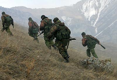 Военнослужащие разведывательных подразделений ЮВО проходят подготовку на тропе разведчика