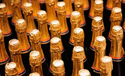 100 ящиков шампанского и 17 ящиков коньяка – для друга