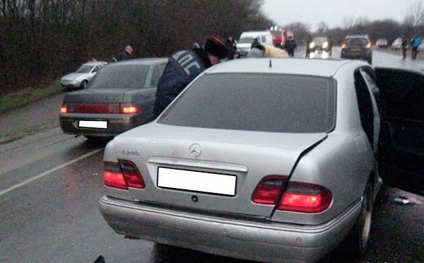 На федеральной трассе «Кавказ» столкнулись три иномарки
