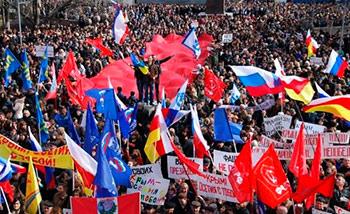 В поддержку присоединения Крыма к России