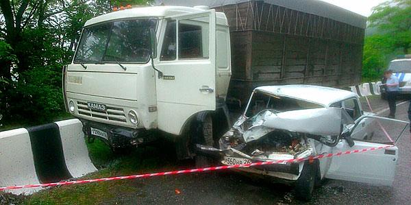 Водитель «ВАЗ-2107» мог уснуть за рулем, что привело к столкновению «семерки» с «КамАЗом»