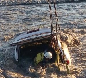Спасатели вытащили из Терека упавшую в реку «Тойоту»