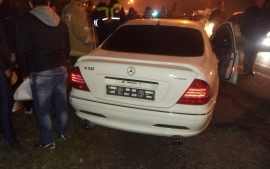 Во Владикавказе «Мерседес» врезался в бетонное ограждение: водитель погиб