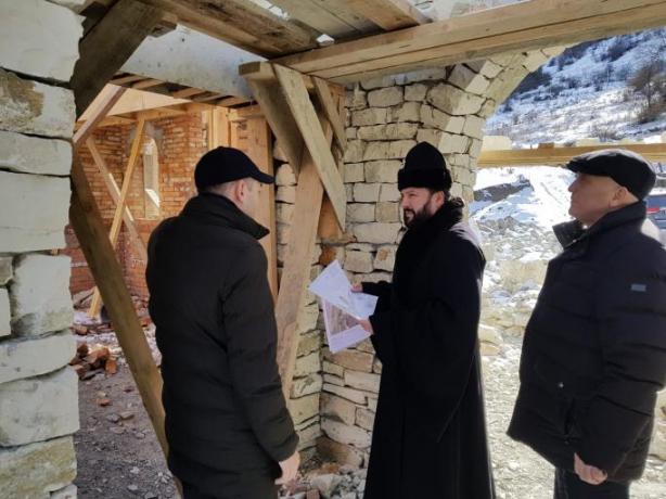 Архиепископ Леонид осмотрел строящийся храм Святого Георгия в горной Осетии